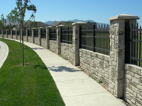 Recinzioni in cemento pietra ferro legna edil emme for Semplici piani di casa in blocchi di cemento